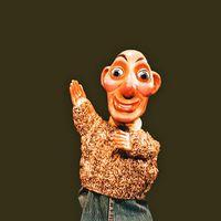 Barriga Verde, marionnette à gaine faite de bois et textile, construite par Luchi Iglesias, jouée par Viravolta Títeres en Galicie (Espagne) depuis 1997. Photo réproduite avec l'aimable autorisation de Collection : Viravolta Títeres. Photo: Julio Balado López