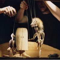<em>Gilgameš</em> (2001) par Buchty a loutky (Cheb, Bohème occidentale, République tchèque), mise en scène : Tomáš Procházka, scénographie : Renata Vosecká. Photo: Josef Ptáček