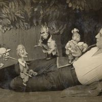 <em>Gulliver v strane lilliputov</em> (Gulliver in the Country of Lilliput, 1928), after Jonathan Swift's novel, by Teatr Petrushki (Leningrad, USSR), direction: Evgeni Demmeni, design: Nikolai Kochergin. Photo (1936) with actor Mikhail Drozzhin as Gulliver. Photo courtesy of Archive: Teatr marionetok imeni E.S. Demmeni (Petersburg, Russia)