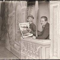 Francisco Sanz Baldoví, en el escenario con uno de sus personajes más populares, Don Liborio, primera mitad del siglo XX
