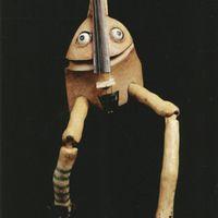 Violin puppet, in <em>Fiddlesti<em>c</em>ks</em> (2002), by Garli<em>c</em> Theatre, a show about the spirit of a broken violin. Photo: Garlic Theatre