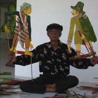 Un noble javanais de Yogyakarta du XVIIe siècle et un colonialiste néerlandais, marionnettes d'ombres  <em>wayang</em> Sultan Agung, créées par le <em>dalang</em> Ledjar Subroto (Java central, Indonésie). Photo: Karen Smith