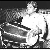 Nartosabdho (1925-1985) de Klaten, en Java Central, <em>dalang</em> e innovador del <em><em>wayang</em> kulit purwa</em> javanés, galardonado en 1995 con el Bintang Mahaputera, el premio más importante del gobierno de Indonesia. Fotografía cortesía de UNIMA-Indonesia