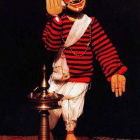 Vidushaka, un personnage interprété dans le style de <em>nool pavakoothu</em>, les marionnettes à fils du Kerala, en Inde