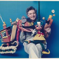 Australian puppeteer and cartoonist Norman Hetherington (1921-2010) with characters from ABC TV's long-running Mr Squiggle (1959-2001). Characters (from left to right): Bill the Steamshovel, Mr Squiggle, Gus the Snail. String puppets. Photo courtesy of Rebecca Hetherington