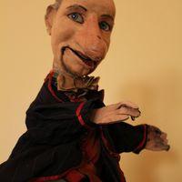 Marionnette à gaine, hauteur : 44 cm, par le marionnettiste américain Remo Bufano (1894-1948). Photo réproduite avec l'aimable autorisation de Collection : Donnés par Candy Clark, Northwest Puppet Center (Seattle, Washington, États-Unis). Photo: Dmitri Carter