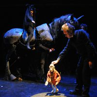 Scene with the horse, in <em>Tropoi</em> (2013), based on the novel by Helmut Krausser, produced by Theater FroeFroe (Antwerp, Belgium), direction: collective, design: Marc Maillard, puppeteers: Dries De Win, Dimitri Duquennoye, Filip Peeters. Rod puppets. Photo: Marc Maillard (www.froefroe.be)