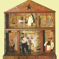 Boîte-théâtre en bois et marionnettes d'un vertep de style Kupyansky (1828, village de Bohodukhiv, Kupyansk, l'oblast de Kharkiv, l'est de l'Ukraine). Texte, mise en s<em>c</em>ène, <em>c</em>on<em>c</em>eption et <em>c</em>onstru<em>c</em>tion de marionnettes, manipulation : Ivan Knyshevsky. Marottes, en bois et en tissu (étage supérieur, de gau<em>c</em>he à droite) : deux Anges, Mort ; (plan<em>c</em>her inférieur, de gau<em>c</em>he à droite) : Chèvre, Cosaque, Vieille femme, Vieil homme (Baba, Did). Colle<em>c</em>tion : Musée d'Etat de Théâtre, Musique et Cinéma d'Ukraine (Kyiv)