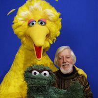 Caroll Spinney avec Big Bird et Oscar the Grouch. Photo : Richard Termine. © Sesame Workshop