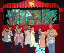 Puppets and <em>c</em>ast of a rod puppet show by the puppet theatre group, Coopérative Masrah Arous Wahran (<em>Or</em>an [Arabi<em>c</em>: <em>Wahrān</em>], Algeria). Photo: Houari Abdelkhalek