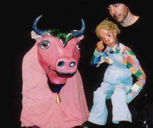 <em>Zé da Vaca</em> (en espagnol : <em>José el de la Vaca</em>, 1985-2012) par O Casulo – BonecObjeto (São Paulo, Brésil), dramaturgie et mise en scène : Ana María Amaral, fabrication de marionnettes: Grupo O Casulo. Photo réproduite avec l'aimable autorisation de Grupo O Casulo