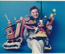 Australian puppeteer and <em>c</em>artoonist Norman Hetherington (1921-2010) with <em>c</em>hara<em>c</em>ters from ABC TV's long-running <em>Mr Squiggle</em> (1959-2001). Chara<em>c</em>ters (from left to right): Bill the Steamshovel, <em>Mr Squiggle</em>, Gus the Snail. String puppets. Photo courtesy of Rebecca Hetherington