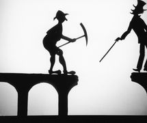 The Broken Bridge, shadow theatre by Australian puppeteer Ri<em>c</em>hard Bradshaw of Living Dodo Puppets (R. Bradshaw and M. Williams, Bowral, NSW, Australia). Photo: Margaret Williams