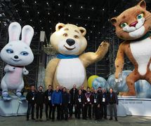 Crew of Creature Te<em>c</em>hnology Co. (West Melbourne, Vi<em>c</em>toria, Australia) with the Olympi<em>c</em> Mas<em>c</em>ots, Hare, Bear and Leopard, for the 2014 Winter Olympi<em>c</em>s in So<em>c</em>hi, Russia, dire<em>c</em>tors: Konstantin Ernst, Daniele Finzi Pas<em>c</em>a, puppet design: CTC. Photo: CTC