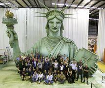 Creature Te<em>c</em>hnology Co. staff with Lady Liberty for Ro<em>c</em>kettes' Spring Spe<em>c</em>ta<em>c</em>ular at Radio City Musi<em>c</em> Hall, New York (2015), dire<em>c</em>tion: Warren Carlyle, puppet design: CTC. Photo: Jennifer O'Keeffe