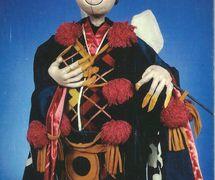 <em>Pooh-Bah</em>, de <em>The Mikado</em> (1968), scénographie et mise en scène : Frank Ballard pour la production à l'Université du Connecticut. Marionnette à tiges. Photo réproduite avec l'aimable autorisation de Ballard Institute and Museum of Puppetry à l'Université du Connecticut. Photo: Thomas A. Hoebbel
