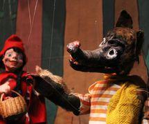 Lobo y Chapeuzinho (el Lobo y Caperucita), dos títeres de hilos por Odila Cardoso de Sena, Teatro Infantil de Marionetes (TIM). Foto: Carlos Mezeck de Sena