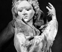 Amanda Blaine, dans <em>Shiloh</em> (1979), marionnette à tiges, hauteur : 86 cm, par le marionnettiste américain Bruce Schwartz