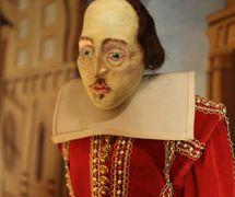 Shakespeare, marionnette à tiges, hauteur : 63 cm, par le marionnettiste américain Bruce Schwartz (vers 1980). Photo réproduite avec l'aimable autorisation de Collection : The Cook / Marks Collection, Northwest Puppet Center (Seattle, Washington, États-Unis)