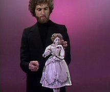 Bruce Schwartz et une marionnette à tiges dans <em>The Muppet Show</em>