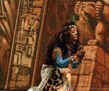 <em>Aida</em>, dans <em>Aida</em> par la Compagnia Marionettistica Carlo Colla e Figli (Milan, Italie), marionnette à fils, hauteur : 80 cm. Propriété d'Associazione Grupporiani. Photo: Piero Corbella