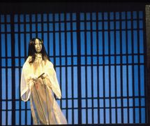 <em>Kwaidan</em> (1998) by Center for Puppetry Arts (Atlanta, GA, United States) and Ping Chong + Company, direction: Ping Chong, assistant director: Ariel Goldberger, writer: Ping Chong, set design: Mitsuru Ishii, puppet design: Jon Ludwig, lighting design: Liz Lee, sound design: David Meschter, projection design: Jan Hartley. UNIMA-USA Citation of Excellence recipient. Photo courtesy of Center for Puppetry Arts