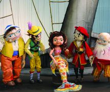 <em>The Little Pirate Mermaid</em> (2008) by Center for Puppetry Arts (Atlanta, GA, United States), concept and direction: Jon Ludwig, composer: John Cerreta, puppet design: Jason Hines, scenic design: Rochelle Barker, lighting design: Liz Lee, shadow film design: Jason Hines, sound design: Gregory Montague and Mimi Epstein. UNIMA-USA Citation of Excellence recipient. Photo courtesy of Center for Puppetry Arts