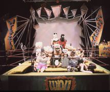 Wrestling <em>Macbeth</em> (1999) by Center for Puppetry Arts (Atlanta, GA, United States), adaptation and direction: Jon Ludwig, puppet design: Chris Brown, set design: Rochelle Barker. Photo courtesy of Center for Puppetry Arts