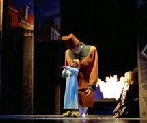 <em>Djevojčica sa žigicama</em> (première : 1996) par Dječje kazalište u Osijeku (Osijek, Croatie), mise en scène : Dubravka Carić et Marin Carić, scénographie : Željko Zorica. Photo: Ivan Špoljarec
