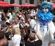 La procession de marionnettes lors de la Journée d'ouverture du PIF (Pupteatra Internacia Festivalo) à Zagreb, en Croatie, avec Pifko, la mascotte du PIF (2013). Photo: Ivan Špoljarec