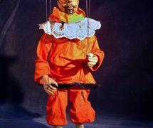 Pimprle (appelé plus tard Kašpárek), un personnage <em>c</em>omique traditionnel du théâtre de marionnettes t<em>c</em>hèque (entre la fin du XVIIIe siè<em>c</em>le et la première moitié du XIXe siè<em>c</em>le). Une marionnette à fils <em>c</em>onstruit en bois et tissu, première moitié du XIXe siè<em>c</em>le, hauteur : 40 <em>c</em>m, <em>c</em>on<em>c</em>eption : Mikoláš Sy<em>c</em>hrovský. Colle<em>c</em>tion : Moravské zemské muzeum (Brno, République t<em>c</em>hèque)