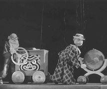<em>Míček Flíček</em> (1936) par Loutkové divadlo Uměle<em>c</em>ké vý<em>c</em>hovy, mise en s<em>c</em>ène et s<em>c</em>énographie : Jan Malík. Photo réproduite avec l'aimable autorisation de Archives de Nina Malíková