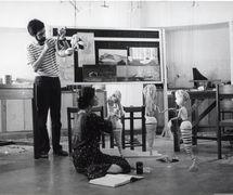 Marionnettes pour <em>The Little Mermaid</em> (1984) d'après Hans Christian Andersen, mise en s<em>c</em>ène et <em>c</em>on<em>c</em>eption : Gunter Wetzel, <em>c</em>onstru<em>c</em>tion de marionnettes : Dadi Pudumjee et les marionnettistes de Shri Ram Center Puppet Repertory (an<em>c</em>iennement Sutradhar Puppet Theatre). Marionnettistes sur la photo : Dadi Pudumjee et Karen Smith