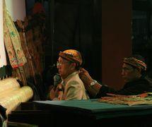 <em>Ki</em> Manteb Soedarsono (1948- ) de Karanganyar, Java Central, <em>dalang</em> del <em><em>wayang</em> kulit purwa</em> <em>Surakarta</em>. Foto: Sumari