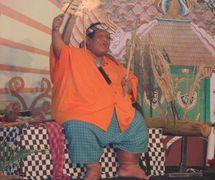 El <em>dalang</em> indonesio de Java Central, <em>Ki</em> Slamet Gundono (1966-2014), <em>dalang</em>/artista de performan<em>c</em>e, más <em>c</em>ono<em>c</em>ido por sus espe<em>c</em>tá<em>c</em>ulos de <em>wayang</em> suket. Foto: Karen Smith