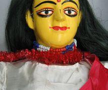 Sîtâ, du Râmâyana, une marionnette à tiges, danger putul na<em>c</em>h, du Bengale o<em>c</em><em>c</em>idental, en Inde, hauteur : 1,3 m. Colle<em>c</em>tion : Center for Puppetry Arts (Georgia, Atlanta, États-Unis). Photo réproduite avec l'aimable autorisation de Center for Puppetry Arts