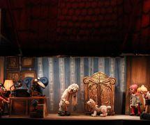 <em>Hurvínkova nebesíčka</em> (2013) by Divadlo Spejbla a Hurvínka (Prague, Czech Republic), direction: Ondřej Lážnovský, design: Denisa Abrhámová-Grimmová. Photo: Denisa Kirschnerová