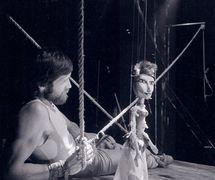 <em>Píseň života</em> (Chanson de Vie, 1985) par Divadlo DRAK (Hradec Králové, République tchèque), mise en scène : Josef Krofta, scénographie : Petr Matásek. Photo: Josef Ptáček