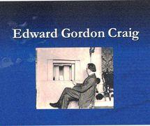 Edward Gordon Craig et un théâtre modèle. Photo réproduite avec l'aimable autorisation de The National Puppetry Archive