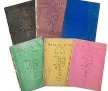 Les six numéros de <em>The Marionnette</em>. Photo réproduite avec l'aimable autorisation de The National Puppetry Archive