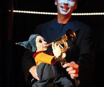<em>Sirkuksen Poika</em> (Boy of the Circus, 2011) by PikkuKulkuri (Helsinki, Finland), direction and design: Iida Vanttaja, puppet character: Aukusti, performer: Ilpo Mikkonen. Photo: Jussi Virkkumaa