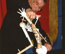Francisco Peralta manipulating his protype puppet. Photo: Nati Cuevas Zugazagoitia