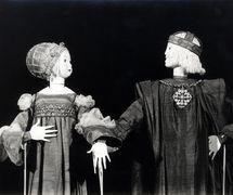 The Countess and Count Flores, in El Romance de la Condesita, staged by Peralta del Amo Teatro de Títeres. Rod puppets built by Paco Peralta (2007). Segovia, Spain. Photo courtesy of Collection: TOPIC (Centro Internacional del Títere de Tolosa). Photo: Josu Otaegi