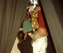 Paco Porras performing with his daughter at the International Puppet Festival of Tenerife in the early 1990s