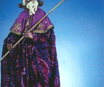 Imam, de <em><em>Ki</em>smet</em> (1975), scénographie et mise en scène : Frank Ballard à l'Université du Connecticut. Marionnette à tiges. Photo réproduite avec l'aimable autorisation de Ballard Institute and Museum of Puppetry à l'Université du Connecticut. Photo: Thomas A. Hoebbel