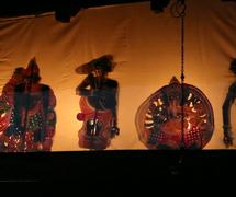 Invo<em>c</em>ation to Lord Ganesh at the start of a performan<em>c</em>e of <em>tolpava koothu</em>, traditional shadow theatre of Kerala, India. Photo courtesy of Atul Sinha