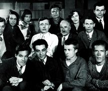 Company staff of the recently founded Gosudarstvenny tsentralny teatr kukol (State Central Puppet Theatre) with Sergei Obraztsov (wearing white jacket) in centre (Moscow, 1931). Photo courtesy of Collection: Gosudarstvenny akademichesky tsentralny teatr kukol imeni S.V. Obraztsova, Puppetry Museum (Moscow, Russia)