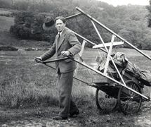 Walter Wilkinson (1889-1970) with his travelling stage (<em>c</em>.1930s). Colle<em>c</em>tion: The National Puppetry Ar<em>c</em>hive