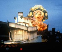 Margaret That<em>c</em>her, in <em>Glasgow All Lit Up</em> (1990) by Welfare State International (Cumbria, UK). Puppet <em>c</em>onstru<em>c</em>tion: Graeme Gilmour. Photo courtesy of John Fox
