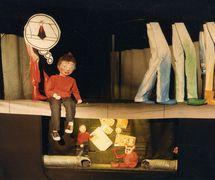 <em>Streetwise</em> (1983), una producción para público joven por Handspan Theatre (Melbourne, Australia). Foto: Stephen Hall
